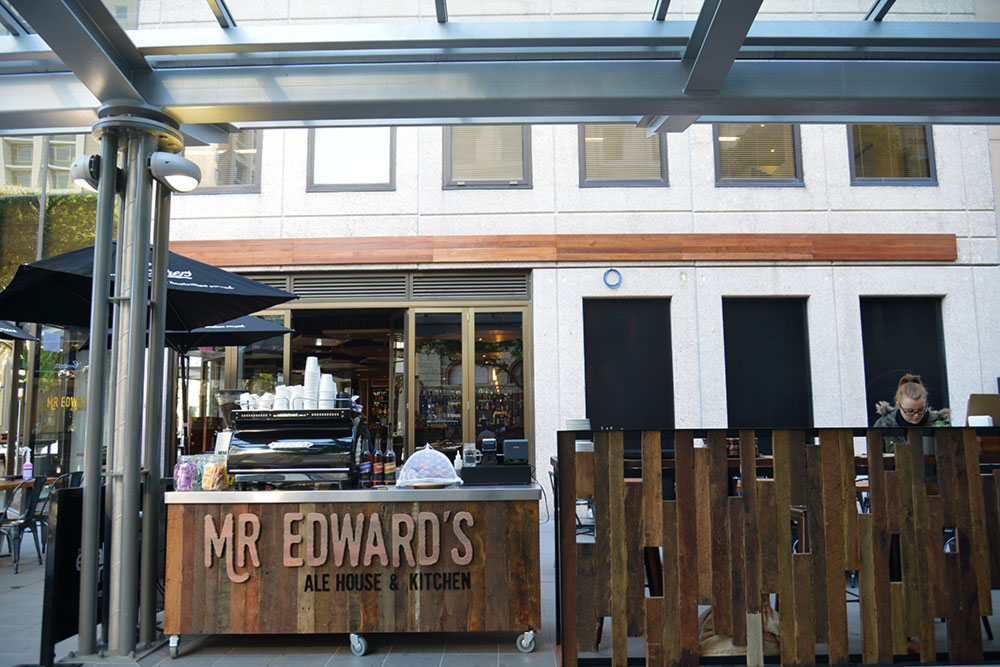 mr edwards alehouse and kitchen front street view - By Open Projects - Gold Coast / Brisbane Shopfitting